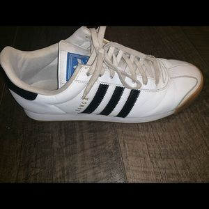 Adidas Samoa tennis shoes
